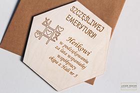 PAMIĄTKOWE ŻYCZENIA kartka EMERYTURA prezent drewniana pamiątka z grawerem podziękowania