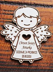 BIAŁY magnes aniołek podziękowanie dla gości chrzest komunia roczek urodziny drewniany grawer magnesy chłopiec