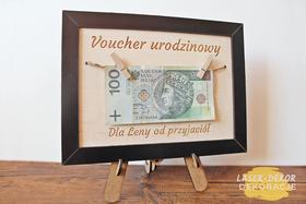 bon VOUCHER RAMKA na okrągłe urodziny 30 40 50 60 70 80 90 100 PREZENT banknoty wiszące życzenia